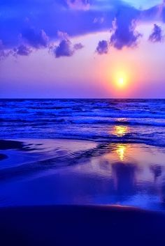 Sunrise on beach. Want to see this everyday? Customize your vaction photos into wall murals: http://muralspaintings.net/en/modules/imageupcrop/my-image.php  #wall #murals