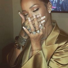 Image discovered by Ilhem. Find images and videos about rihanna and riri on We Heart It - the app to get lost in what you love. Rihanna Nails, Rihanna Riri, Rihanna Style, Rihanna Makeup, Divas, Bad Gal, Black Girl Magic, Look Fashion, Style Icons