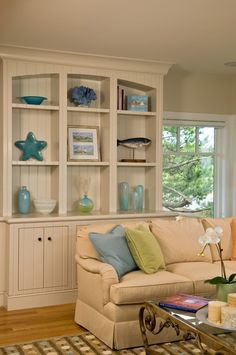 Seaside bookcase styling ~ Polhemus Savery DaSilva Architects Builders