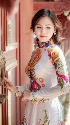 Summer Hats 2019 Ymsaid 2018 New Hot Fashion Spring Summer Female Classic Solid Color Casual Hat Women Uv Protection Custom made Vietnamese ao dai (áo dài) by mark&vy. Beautiful dresses for all occasions including wedding, prom or everyday wear. Vietnamese Traditional Dress, Vietnamese Dress, Traditional Dresses, Beauty Full Girl, Beauty Women, Moda China, Vietnam Costume, Beautiful Asian Women, Asian Fashion