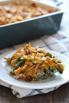 Cheesy Green Bean Casserole with Bacon - this will be a HIT on your Thanksgiving table!! Side Dish Recipes, Vegetable Recipes, Dinner Recipes, Lunch Recipes, Bacon Recipes, Turkey Recipes, Yummy Recipes, Free Recipes, Greenbean Casserole Recipe