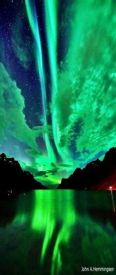 Wow wow .... unglaublich bezaubernd - Nordlichter in Ersfjordbotn, Norwegen. I am dying to see the Northern Lights someday!
