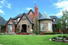 Tudor style homes – fascinating and romantic house architecture