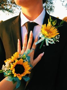 prom boutonniere homecoming corsage and boutonnire - prom Prom Pictures Couples, Homecoming Pictures, Prom Couples, Cute Couples, Teen Couples, Wrist Flowers, Prom Flowers, Wedding Flowers, Sunflower Corsage