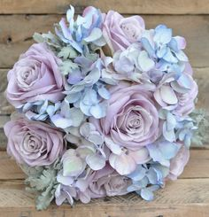 HJW: this is a lighter alternative for a bouquet. I notice that purple roses are popular. I like them :)