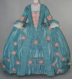 How fun to find another reproduction dress of similar colors. I wonder if they got inspired by each other? Or just coincedence?