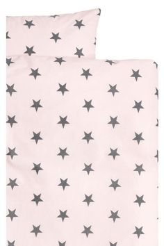 Single duvet cover set with a star print on fine-threaded cotton in 30s yarn with a thread count of 144. One pillowcase.