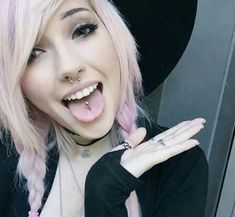 Sorry for so many selfies today BUUUT the beloved tongue piercing has returned… Piercing Implant, Piercing Tattoo, Cool Piercings, Facial Piercings, Tongue Piercings, Face Peircings, Leda Muir, Pastel Pink Hair, Lilac Hair