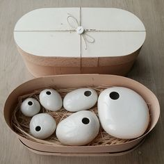Set of 6 small porcelaine pebble vases
