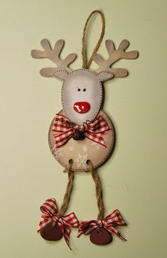 best design ideas about farmhouse style christmas wood craft projects 7 Christmas Wood Crafts, Diy Christmas Ornaments, Felt Christmas, Christmas Projects, Holiday Crafts, Mdf Christmas Decorations, Reindeer Decorations, Christmas Tables, Nordic Christmas