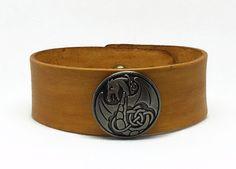Le chouchou de ma boutique https://www.etsy.com/fr/listing/257386695/bracelet-pour-homme-en-cuir-marron-clair