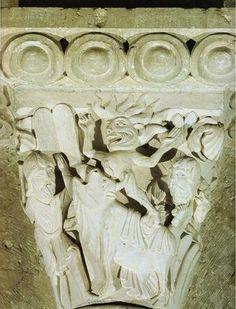 Moisés destruyendo el Becerro de Oro. Capitel de la nave de la basílica de…