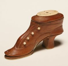 Victorian hand carved fruitwood high button shoe form snuff box