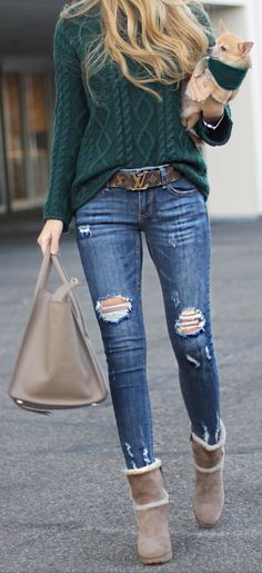 Green Knit / Ripped Skinny Jeans / Beige Boots / Beige Leather Tote Bag
