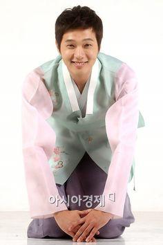 Cute in a hanbok :)