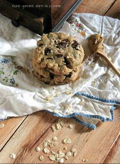 browned butter peanut butter oatmeal chocolate chip cookies from ~ gamine dans la cuisine Peanut Butter Oatmeal, Oatmeal Chocolate Chip Cookies, Peanut Butter Recipes, Peanut Butter Cookies, Yummy Cookies, Chocolate Desserts, Finger Desserts, Just Desserts, Delicious Desserts
