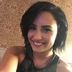 Your one-stop shop for rare & personal Demi Lovato pictures and video Pelo Demi Lovato, Demi Lovato Hair, Demi Lovato Pictures, Miranda Cosgrove, Better Half, Woman Crush, Cute Hairstyles, Selena Gomez, Short Hair Styles