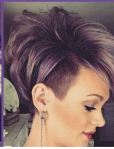 This Pin was discovered by Myr Short Choppy Hair, Funky Short Hair, Cute Hairstyles For Short Hair, Short Hair Cuts For Women, Short Hair Styles, Short Haircuts, Blonde Hair With Highlights, Brown Blonde Hair, Hair Color And Cut