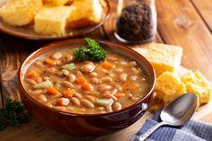 Sűrű, békebeli bableves sonkalében főzve: szinte megáll benne a kanál - Recept | Femina Cheeseburger Chowder, Soup, Soups
