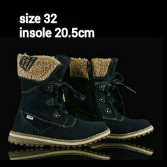 READY STOCK KIDS LEATHER BOOTS KODE : CANON BLACK Size 32 PRICE : Rp.225.000,- AVAILABLE SIZE (insole) : - Size 32 (20,5cm)  Material : Full Leather (Genuine Leather/Kulit Asli),Sol karet lentur. Ringan dan nyaman sesuai utk anak-anak.  Insole = panjang sol dalam. Ukurlah panjang telapak kaki anak, beri jarak minimal 1,5cm dari insole.  FOR ORDER : SMS/Whatsapp 087777111986 PIN BB 766A6420 Facebook : Mayorishop  #pusatsepatubootsanak #readystock #sisaekspor #originaleuropebrand…