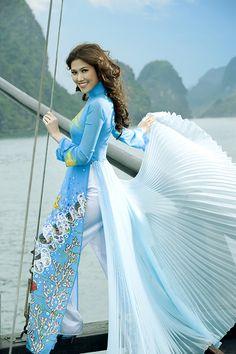 Modern ao dai. Rippled tail  #dress #vietnamese