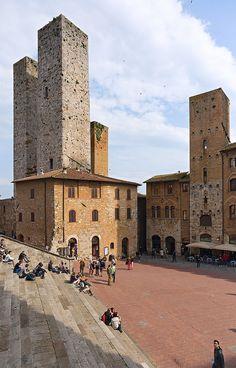 Piazza del Duomo, San Gimignano, Italy Siena Tuscany - been there. Climbed the highest tower. Siena Toscana, Places To Travel, Places To See, Emilia Romagna, Le Vatican, Tuscany Italy, Sorrento Italy, Naples Italy, Sicily Italy