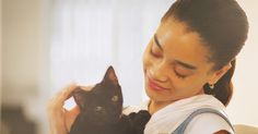 Como hidratar um gato doente. Se seu gato está doente, leve-o ao veterinário para receber o diagnóstico e um tratamento. Muitas doenças felinas se parecem com um simples resfriado, mas podem se tornar rapidamente um risco de morte, fazendo a visita ao veterinário ser obrigatória. Assim como nos humanos, um dos aspectos mais perigosos de estar doente é o problema da ...