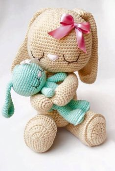 Knitting can be intimidating if you've never done it before, but there are so many simple patterns o Crochet Rabbit, Crochet Mouse, Crochet Bunny, Crochet Animals, Knit Crochet, Easy Crochet Patterns, Crochet Patterns Amigurumi, Amigurumi Doll, Crochet Dolls