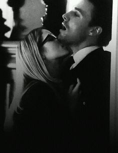 oliver y felicity uploaded by sorii on We Heart It Emily Rickards, Arrow Cast, Arrow Tv, The Flash, Oliver Queen Felicity Smoak, Tv Show Couples, Stephen Amell Arrow, Supergirl And Flash, Dc Legends Of Tomorrow