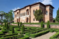 Mogosoaia Palace is the easiest way to enjoy a day in the sun outside of Bucharest. And if you are for a longer stay it's a must do for sure! Bucharest Romania, Beautiful Places, Around The Worlds, England, Europe, Mansions, History, Country, House Styles