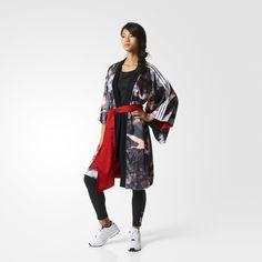 Tijdens het ontwerpen van deze elegante kimono liet zangeres en modegoeroe Rita Ora zich inspireren door de exotische wereld van de Japanse geisha's. Het dubbelzijdige, wijdvallende design pronkt met een elegante print aan de ene kant en een subtiel jacquardpatroon op de andere. Geef met of zonder de riem je look wat extra flair zonder de sportieve kern te verliezen.