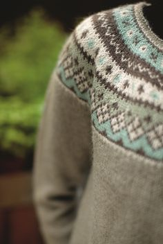 The Flamingo Round Yoke Cardigan is part of the Dale Garn 320 Urban Retro collection. Choose the soft color palette shone or any color combination from the beautiful line of Dale Alpakka. One of our most popular patterns, it has Fair Isle Knitting Patterns, Fair Isle Pattern, Sweater Knitting Patterns, Cardigan Pattern, Knitting Charts, Knit Patterns, Free Knitting, Icelandic Sweaters, Flamingo Pattern