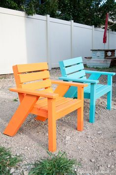 Create the perfect backyard seating with these Easy DIY kids patio chairs. The chairs are perfect for toddlers and kids to have their own space in the yard. Lightweight, but hard to tip over. Get he free build plans today! Kids Outdoor Furniture, Cheap Patio Furniture, Modern Outdoor Chairs, Adirondack Furniture, Diy Furniture Projects, Outdoor Decor, Adirondack Chairs, Furniture Plans, Rustic Furniture
