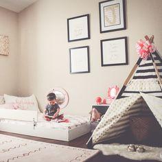 As inspirações montessorianas podem transformar o quarto do seu filho em um ambiente de liberdade e autonomia para brincar e se desenvolver. Uma decoração pensada sob a ótica de uma criança, e não de um adulto, mantem os móveis, a cama e o colchão na altura dos pequenos. Assim, podem circular livremente e explorar tudo o que estiver ao seu alcance!  #colchõesbotafogo #colchõesbotafogoipanema #colchões #sealy #simmons #tempur #epeda #stearns&foster #ipanema #decoração #ideiasdedecoração…