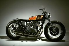 Cafe racers, scramblers, street trackers, vintage bikes and much more. The best garage for special motorcycles and cafe racers. Vintage Bikes, Vintage Motorcycles, Custom Motorcycles, Motos Yamaha, Yamaha Bikes, Scrambler, Harley Davidson, Classy Cars, Sexy Cars