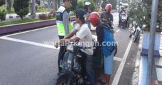 Salah satu pengendaran yang terjading razia saat petugas menggelar razia, Jumat (17/09). (foto: dede hermawan/wp)