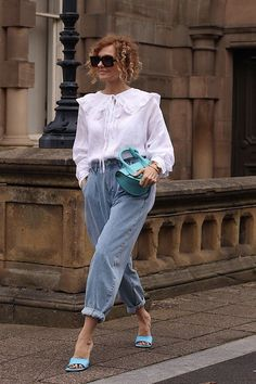 Mom Jeans Are Obsolete—Here's the New Denim Trend Replacing It - fun look - Denim Fashion New Jeans Trend, Denim Trends, Casual Look, Casual Chic, Chic Outfits, Fashion Outfits, Fashion Trends, Emo Outfits, Summer Outfits