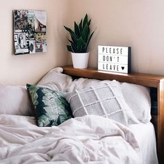 Small bedroom is usually a situation when space is at a premium. But today, there are so many home decor bedroom ideas to make the most of your space. For the next small bedroom decor ideas, try some cute bedroom… Continue Reading → Bedroom Apartment, Bedroom Decor, Bedroom Ideas, Bedroom Designs, Master Bedroom, Teen Bedroom, Apartment Living, Warm Bedroom, Wall Decor