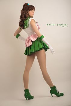 Katie George (Katie Cosplays) as Sailor Jupiter from Sailor Moon. Anime Cosplay, Cute Cosplay, Amazing Cosplay, Cosplay Outfits, Halloween Cosplay, Best Cosplay, Cosplay Girls, Sailor Jupiter Cosplay, Sailor Moon Kostüm