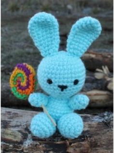 Conejo con Chupetín Amigurumi - Patrón Gratis en Español aquí: http://de.slideshare.net/daxarabalea/patron-conejo-con-chupetin-crochet?related=1