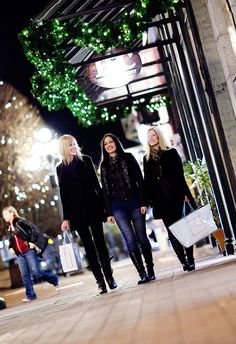 Shopping is the best therapy! Get Christmas shopping now in Victoria, B.C. #Christmas #Shopping #GiftIdea #VictoriaHOHOHO | http://www.tourismvictoria.com/christmas/