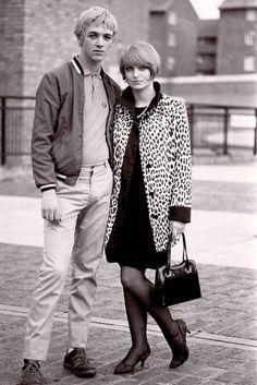 London 1981 vintage fashion street style subculture does mod looks quadrophenia scooter men women leopard coat pointy shoes purse short twiggy hair Mod Fashion, Trendy Fashion, Vintage Fashion, Fashion Bags, Sixties Fashion, Disco Fashion, Punk Fashion, Street Fashion, Fashion Trends