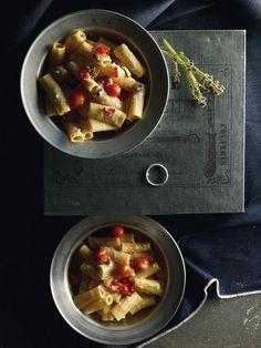 Ριγκατόνι με pesto φέτας και ψητή ντομάτα