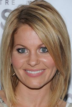 Candace Cameron Bure Mid-Length Bob Med length bob – this will be a when i get skinny hair! Had this cut a LONG time ago…when I was skinny! Medium Short Hair, Medium Hair Styles, Short Hair Styles, Medium Bobs, Medium Layered, Candace Cameron Bure, Candice Cameron Bure Hair, Med Length Bob, Mid Length Hair