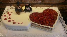Doppelherz Hochzeitstorte mit Kätzchen und Bärchen. Beautiful Cake Designs, Beautiful Cakes, Heart Shaped Cakes, Cake Tutorial, Heart Art, Cake Art, Heart Shapes, Boy Or Girl, Wedding Cakes