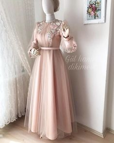 ✔ Dress Long Elegant Formal Source by lianatasho dresses long hijab Hijab Gown, Hijab Evening Dress, Hijab Dress Party, Evening Dresses, Muslimah Wedding Dress, Hijab Wedding Dresses, Prom Dresses, Formal Dresses, Formal Outfits