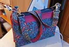 Triple pochette ChaChaCha en tissu feuilles bleu et bordeaux cousue par Celine - Patron Sacôtin
