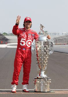 Dario Franchitti & the Borg Warner Trophy on the yard of bricks Indy Car Racing, Indy Cars, Indianapolis Motor Speedway, Indianapolis Indiana, Indy 500 Winner, Sport Icon, Most Beautiful Man, Formula One, Bricks