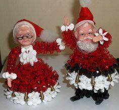 Vtg WALCO Santa, Mrs. Claus CHRISTMAS ORNAMENTS Beads, Safety Pins -70's KITSCH