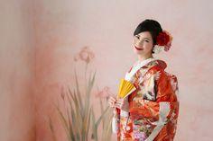 オフィシャル・ブライズ NO.10 kokoruruさん | ウエディング | 25ans(ヴァンサンカン)オンライン Wedding Kimono, Sari, Japan, Fashion, Kimonos, Saree, Moda, Fashion Styles, Fashion Illustrations